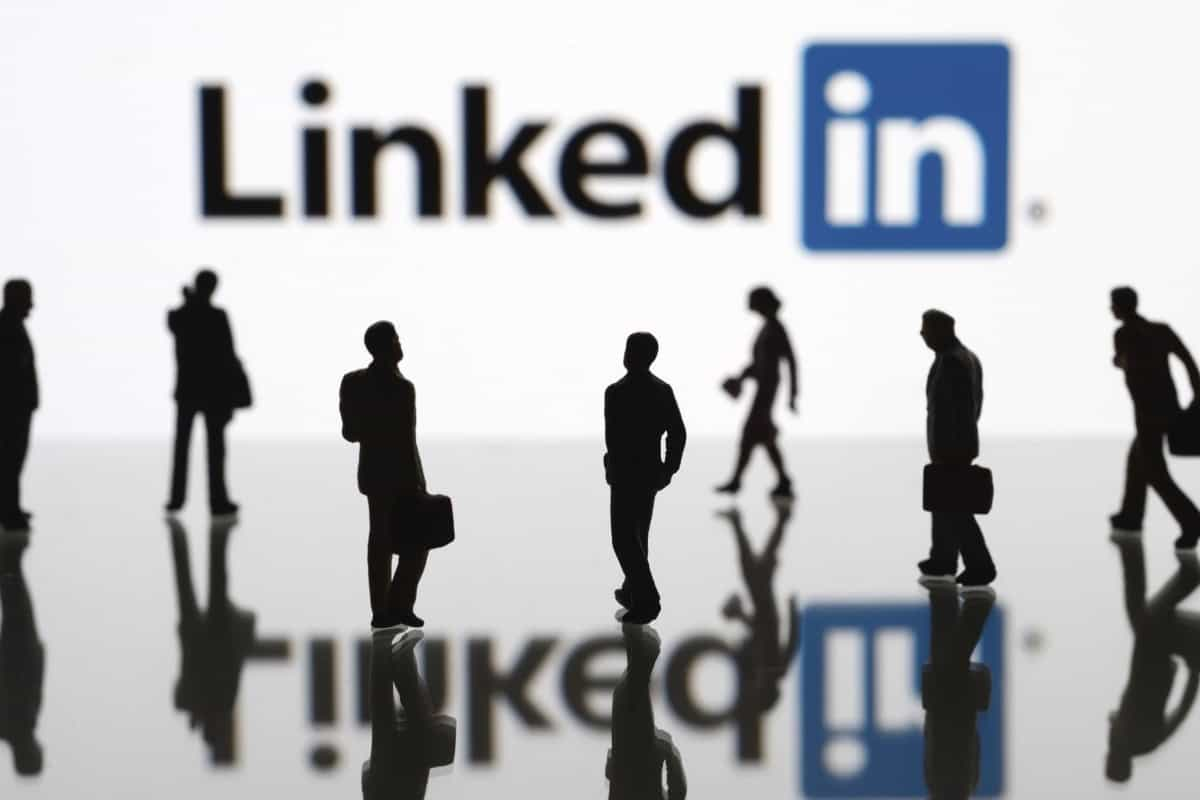 10 Ways to Create an Eye-Catching LinkedIn Profile